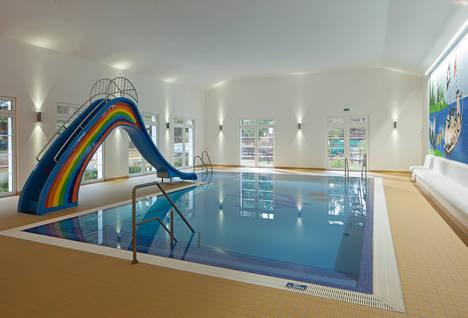 Polyester-Schwimmbecken